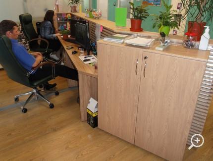 4_114_Stoyka resepsion  administratora v ofis IT companiu